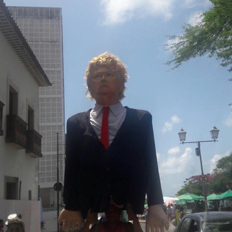 Encontro de bonecos gigantes em Olinda arrasta multidão prestando várias homenagens e Troça Minha Cobra arrasta tricolores e rivais no gramado em clima de paz pelas ladeiras.