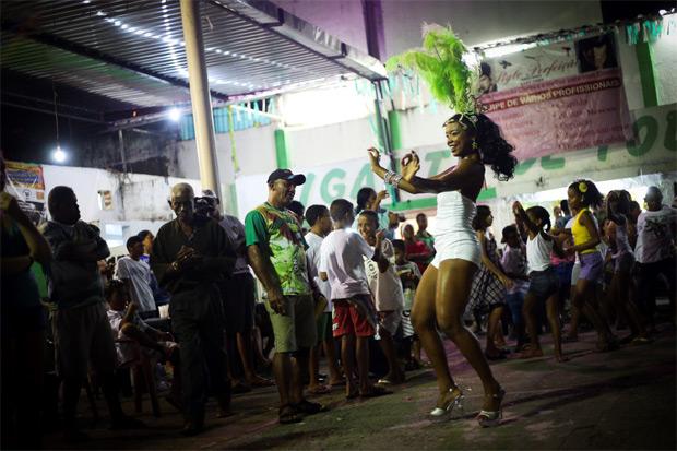 Ensaios das agremiações contam a história do carnaval pernambucano. Confira a agenda