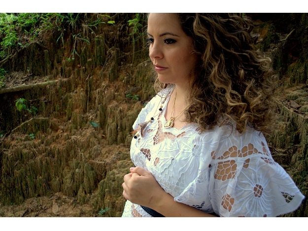 Karynna Spinelli apresenta 'O samba do Mundo' no Teatro Santa Isabel dentro do JGE