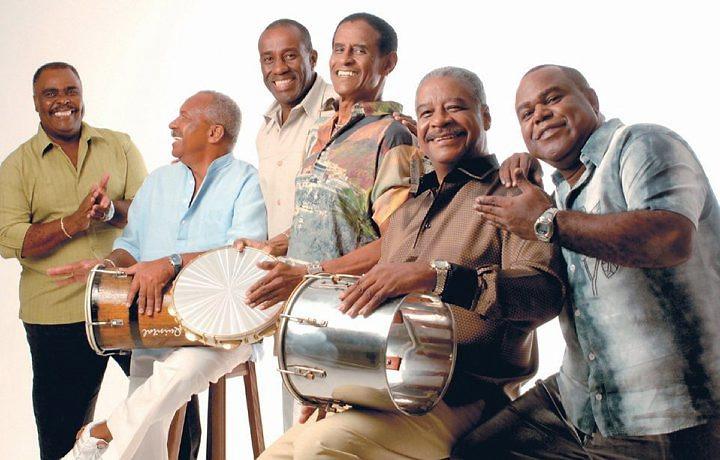 Segunda Feira de muito Samba no Recife, Maracatus em Nazaré e Pitombeiras e A barca em Olinda.