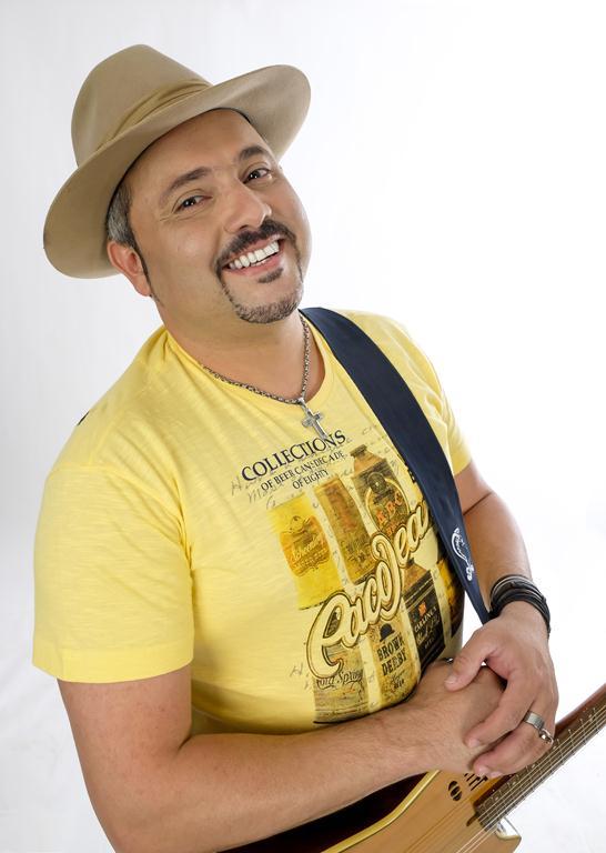 Geraldinho Lins canta novos sucessos. Agenda do cantor para o mês de Julho!