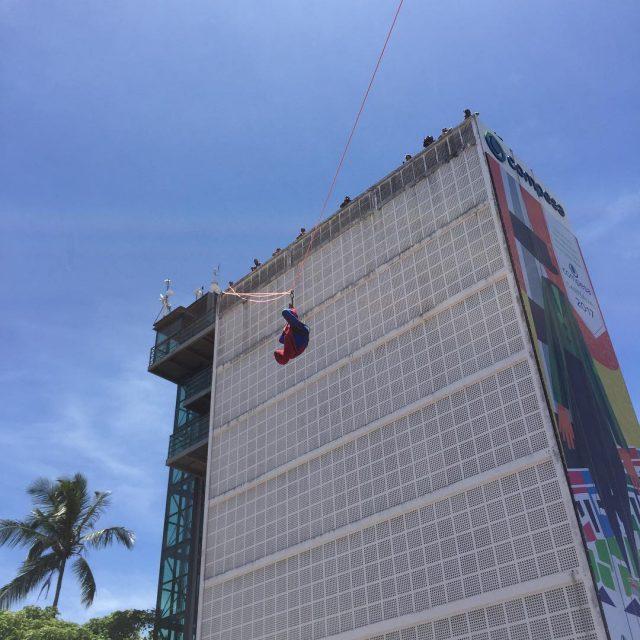 Homem Aranha fazendo sua performance e animando os folies dohellip