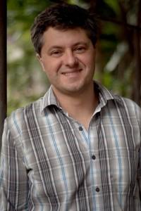 Ricardo Lisias (R)