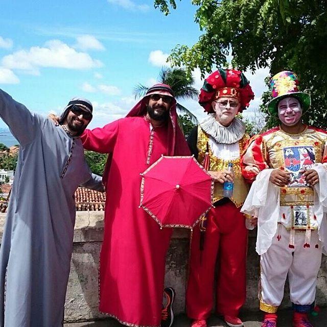 Em olinda folies fantasiados continuando ditando as cores nesse Carnavalhellip