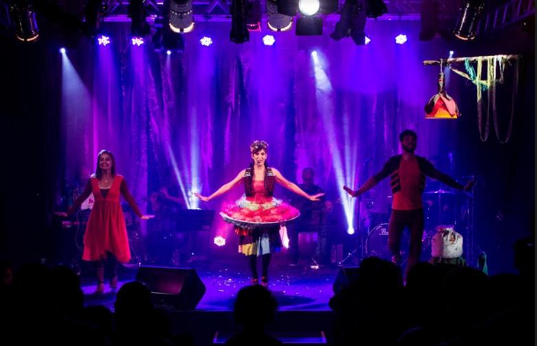 """Últimas apresentações do espetáculo """"Canta Bicho"""" de Carol Levy na Caixa Cultural Recife."""