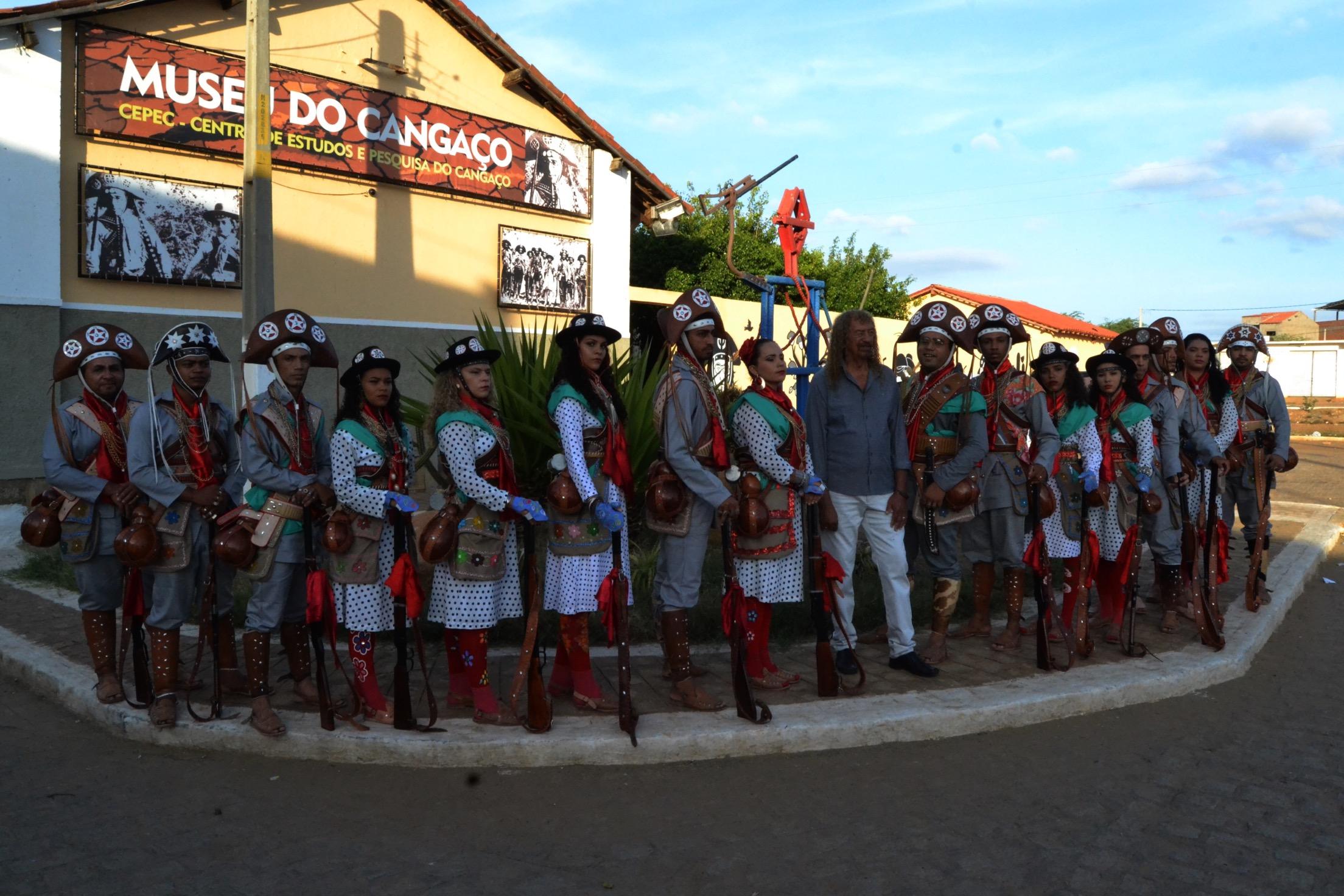 """""""Projeto No Terreiro da Fazenda """" inicia amanhã, 15/05, Com aula-espetáculo de Mestre Assisão e o Grupo de Xaxado Cabras de Lampião. E percorre várias cidades de Pernambuco."""