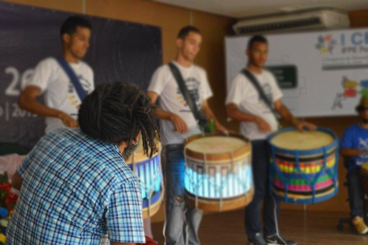 De 18 a 21/09 CAIXA Cultural Recife oferece oficina de música para crianças e adolescentes surdos!