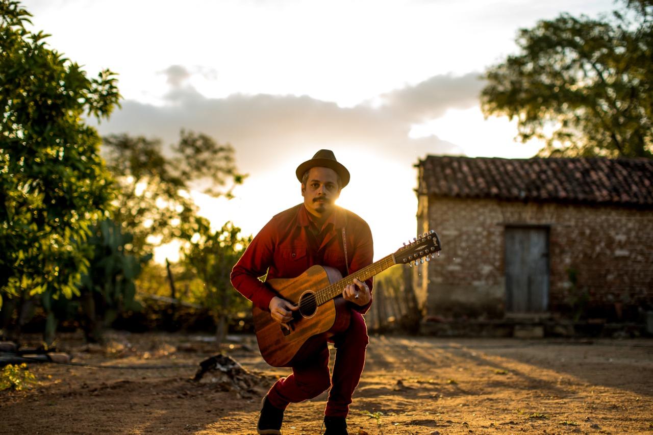 No ar Vereda Caminho: novo disco solo do pernambucano Bruno Lins.