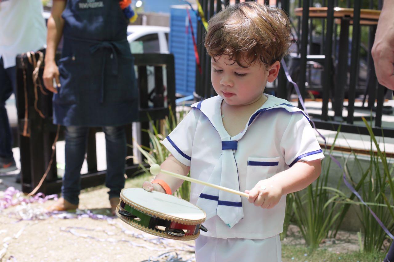 Bloquinho de carnaval Tá Bonzinho a Gente Freva anima a criançada com clássicos do Rock.