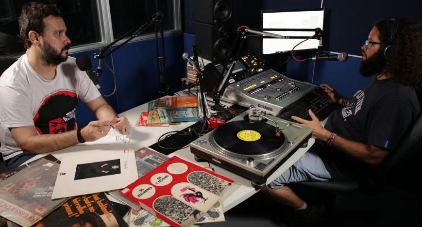 Universitária FM lança, Nagulha, programa de rádio que passeia pelo seu acervo de vinis
