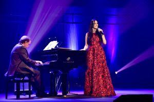 """19/01: Marina Elali e o Maestro Eduardo Lages apresentam o show """"Sucessos do Rei"""" no próximo domingo no Teatro RioMar Recife."""