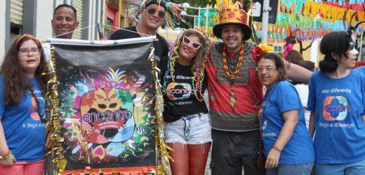 09 de fevereiro: Projeto Encontro e Grupo Yalu realizam a IV edição do arrastão inclusivo e percussivo de maracatu.
