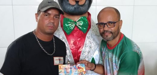 Bloco Porteiro Em Folia arrasta categoria em Olinda   Desfile aconteceu neste domingo (9) e homenageou o presidente do Clube das Pás, Rinaldo Lima.