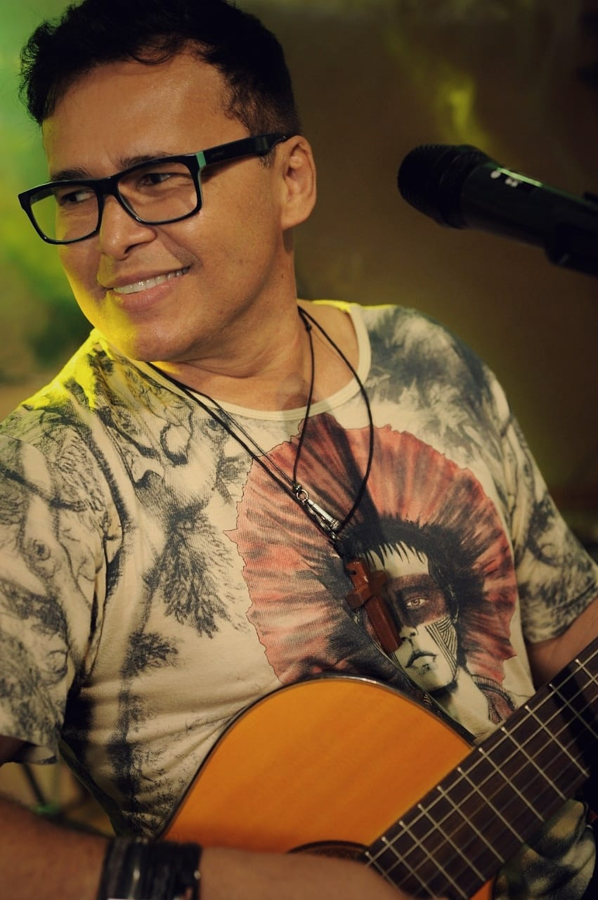 O cantor Almir Rouche participa de Live especial de São João neste sábado (27).