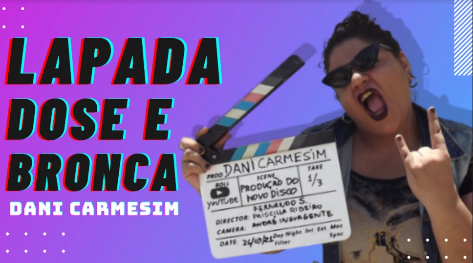 Sexta 26/03: Cantora e compositora Dani Carmesim comemora 10 anos de carreira autoral no rock alternativo com vídeos-documentários e novo CD  Primeiro vídeo documentário será lançado nesta sexta (26) no canal do YouTube da artista.